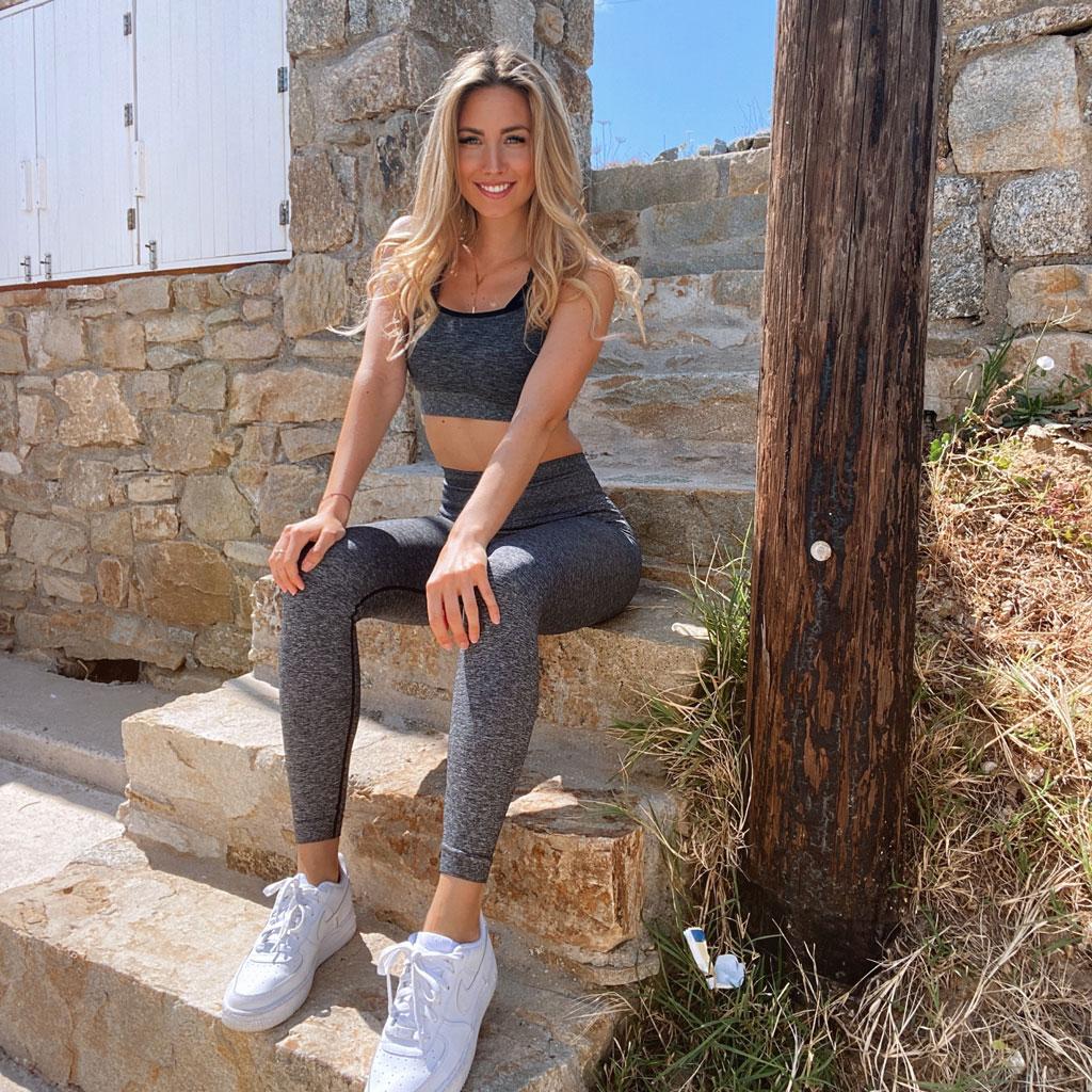 Marisa im Sportoutfit